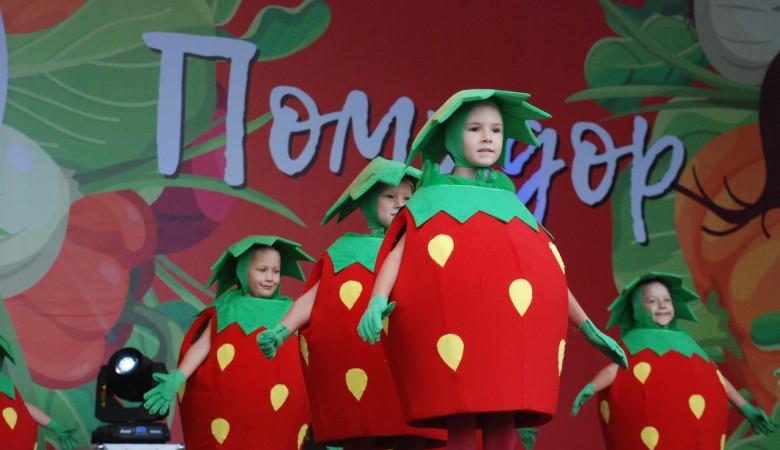 Лучший из ста: в Минусинске снова выбрали самый большой помидор