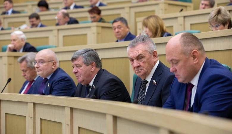 Закон об отмене «банковского роуминга» одобрил Совет Федерации РФ