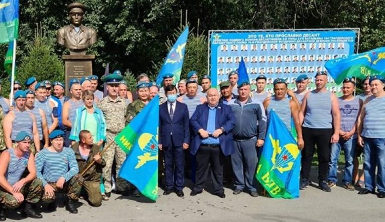 Алтайский депутат предложил убирать мусор ВДВшников тем, кто «не служил»