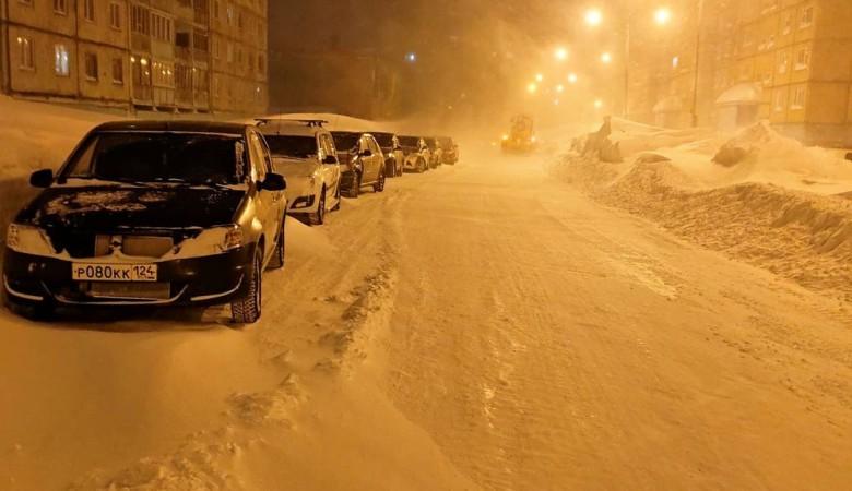 В Норильске открыли дорогу в аэропорт и сняли штормовое предупреждение
