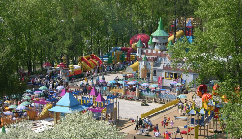 Власти Иркутска выселяют детский городок «Чиполлино» с кладбища