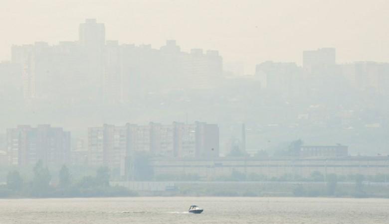Дым от лесных пожаров рассеивается в Красноярске