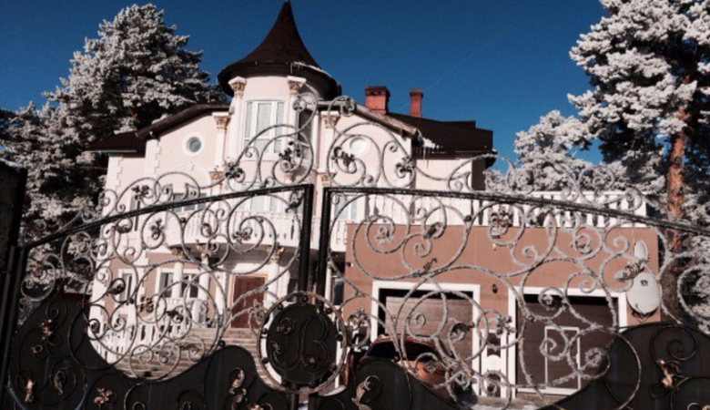 В Кемеровской области продают «золотой» коттедж за 80 млн рублей