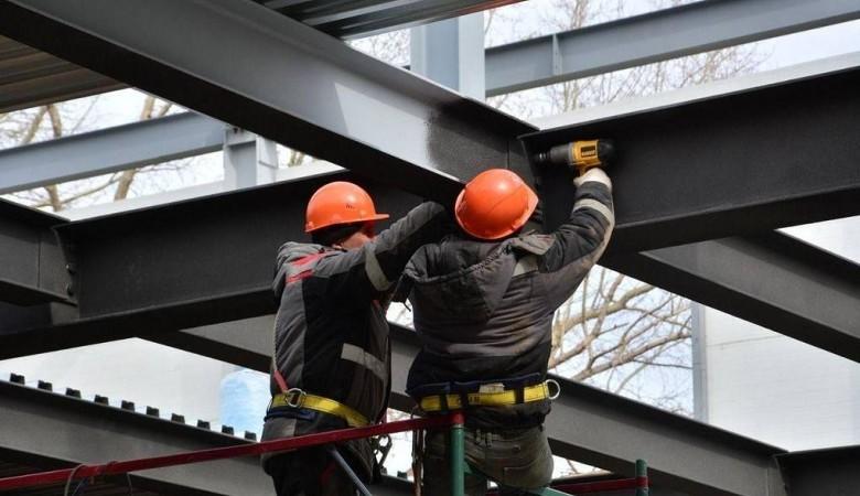 28 работников стройки на Алтае, где выявили очаг коронавируса, поместили в обсерватор