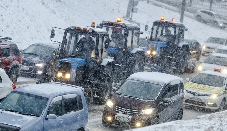 Мужчина, убиравший снег возле мэрии Томска, скончался от травм