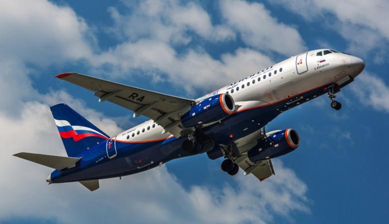 Подвергшийся нападению россиянина на борту самолета польский дипломат вернулся на родину