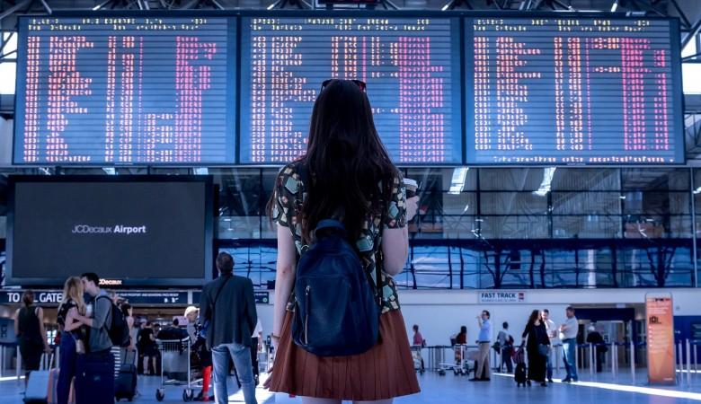 Два аэропорта Пекина отменили более 1,2 тыс. рейсов из-за новой вспышки COVID-19