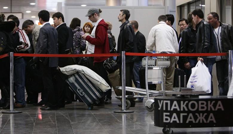 Пассажиры в аэропорту Алма-Аты пытались сдать в багаж товарища