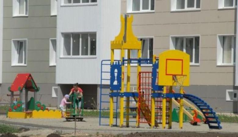 В Алтайском крае несколько детей серьезно пострадали на детской площадке