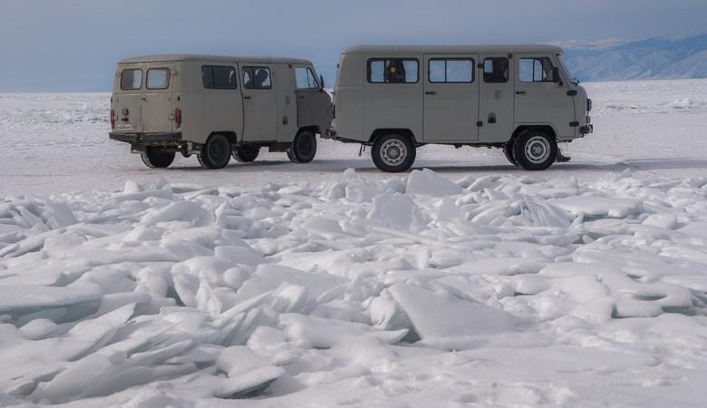 Туристов на Байкале предупредили о тонком льде, который разрушается штормовыми ветрами