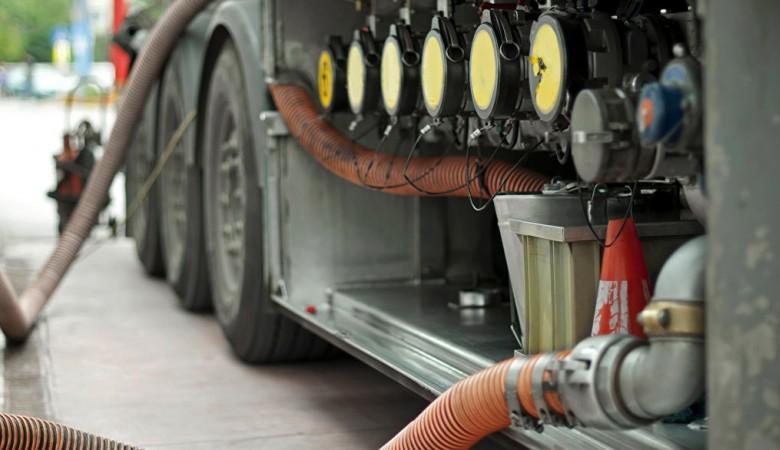 Соглашение с нефтяниками по топливу планируется продлить на тех же условиях - Новак