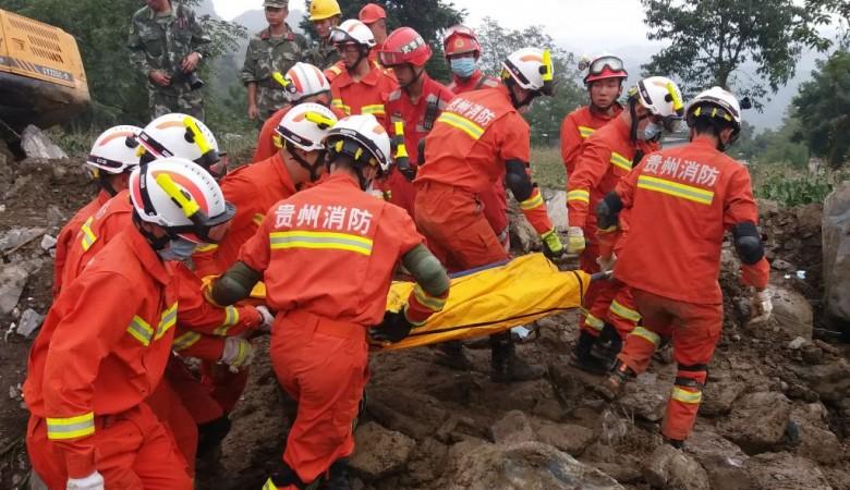 Три человека погибли, 23 пропали без вести после дождей в горах Китая