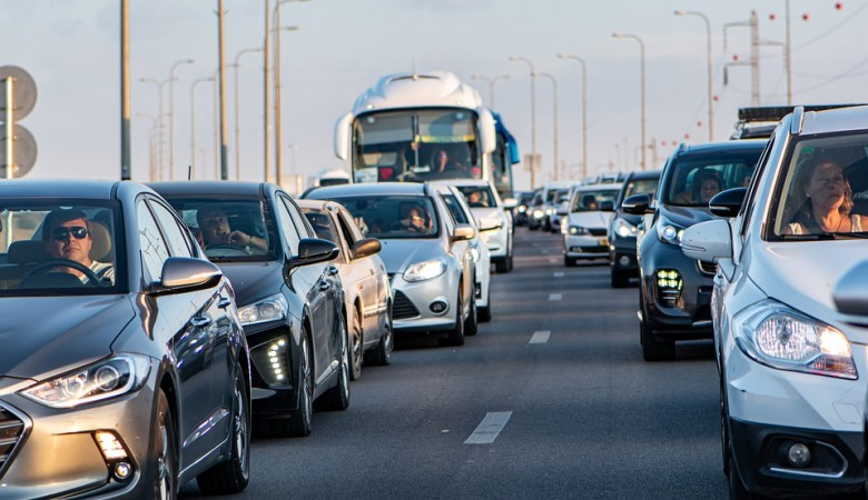 Мэр Иркутска взвалил на подрядчиков вину за 10-балльные пробки в городе