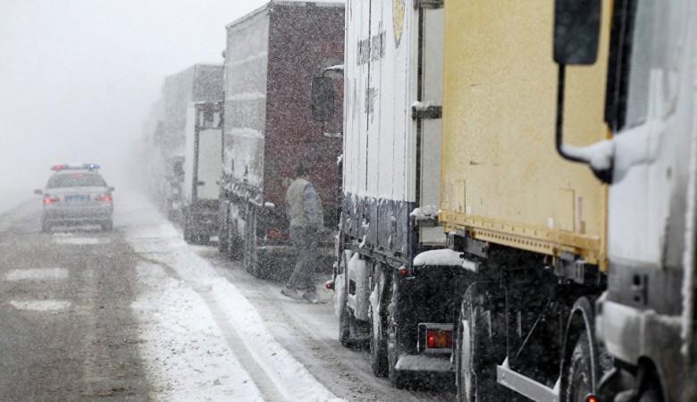 Временные ограничения на проезд транспорта введены в Алтае и Кузбассе