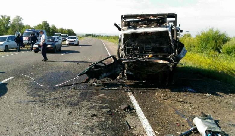 Пять человек погибли в столкновении легкового автомобиля с грузовиком в Бурятии