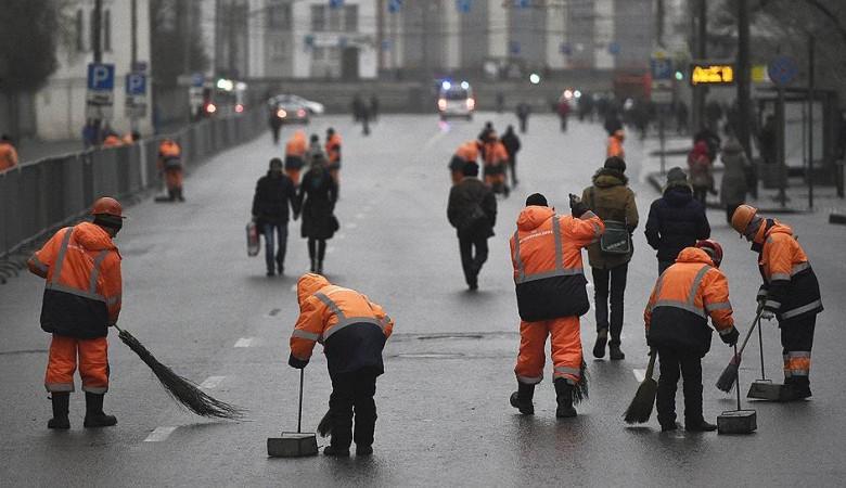 Мэр Красноярска вручил главам районов метлы