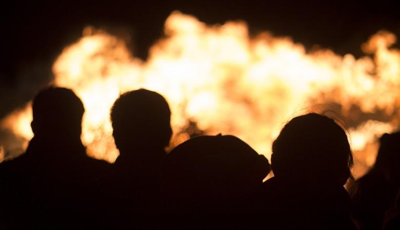 Два ребенка, оставленные матерью в доме одни, погибли во время пожара в Красноярском крае