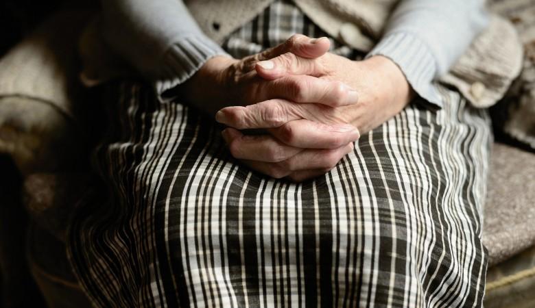 Житель Алтайского края изнасиловал 80-летнюю бабушку из-за отказа дать картошки