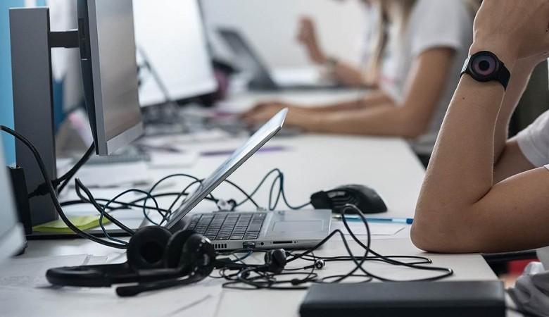 Интернет работает с перебоями в день президентских выборов в Казахстане