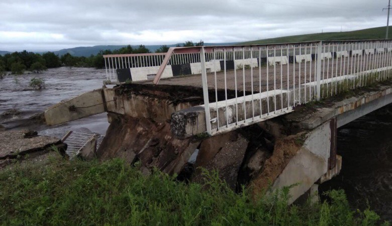 Паводок размыл дороги и разрушил мосты в нескольких районах Забайкалья