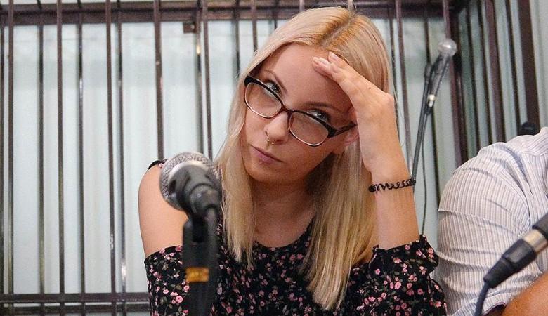 Студентка Мотузная, которую судили за мемы, вернулась в Россию