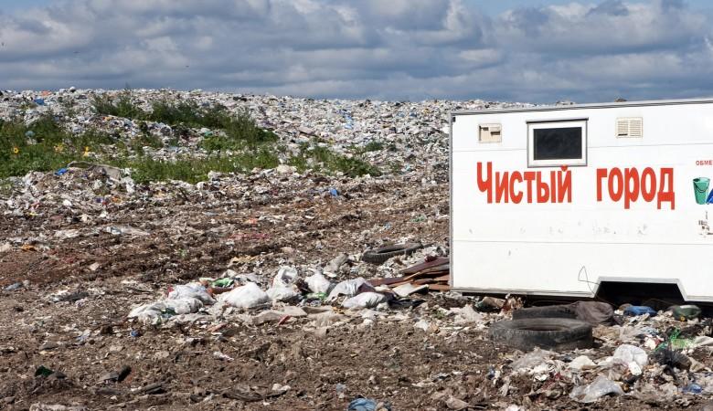 Пожар тушат на заводе по сортировке мусора в Кузбассе