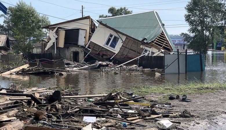 Путин поддержал жителей Тулуна, настаивавших на сносе одиноких домов на затопленных улицах
