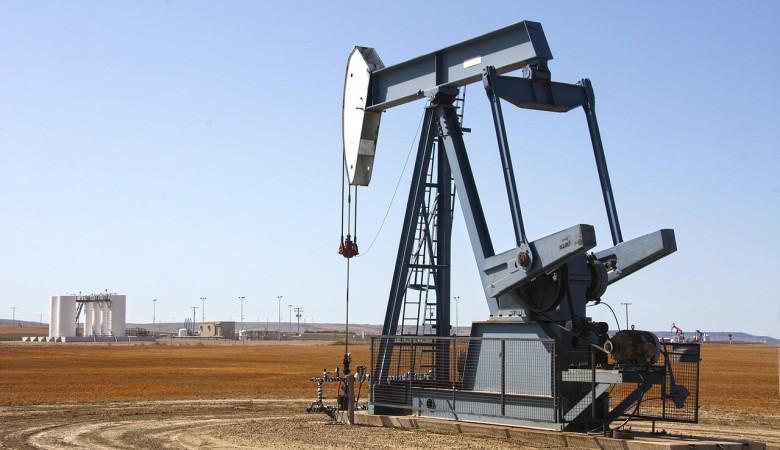 Казахстан в январе-октябре увеличил добычу нефти на 2%