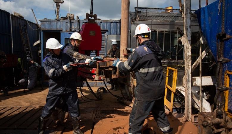 Нефтяная скважина горит на севере Иркутской области