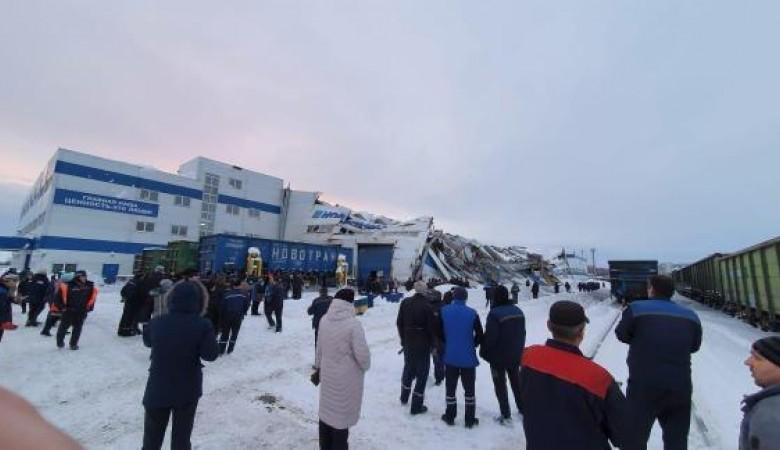 Кровля вагоноремонтного цеха обрушилась в Кузбассе