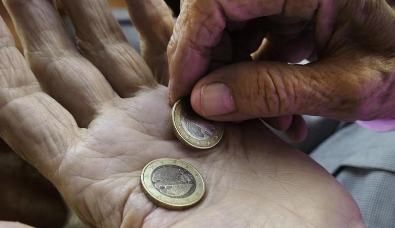 Число бедных в России уменьшилось на 400 тыс за 2018 г - Голикова