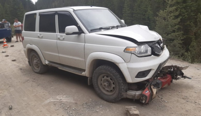 Два человека погибли в столкновении мотоцикла и УАЗа в Республике Алтай