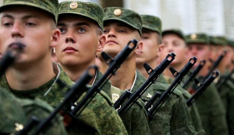 Выпускников школ не будут призывать весной в ВС России