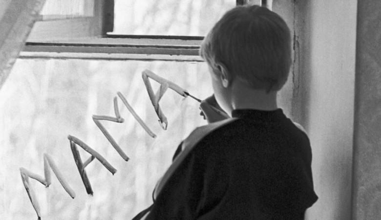 В Красноярском крае мать привязывала сына к батарее, «чтобы не мешался»