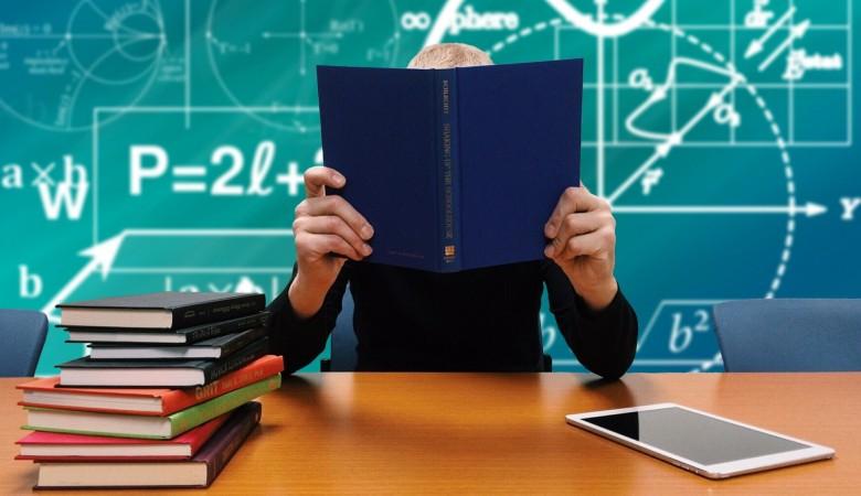 В Омской области чиновник притворялся учителем, чтобы получать преподавательскую пенсию