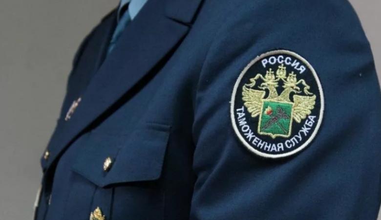 В Новосибирске задержали две посылки из Китая с нацистской символикой