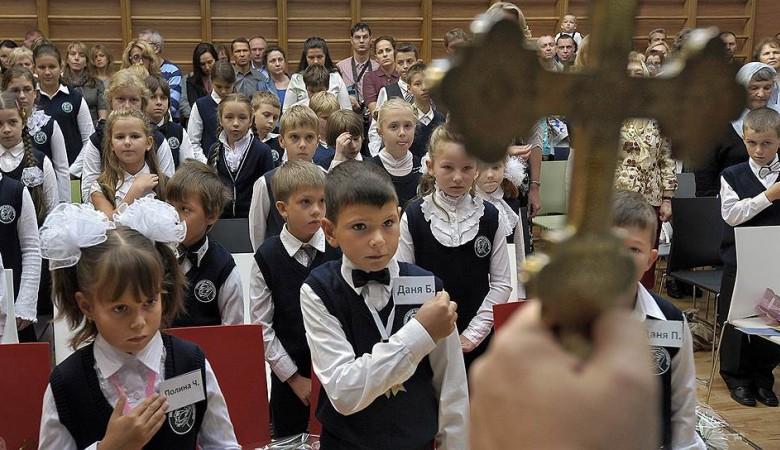 Школьникам в Новосибирске навязывают урок патриотизма – родителям уже выдали соответствующую анкету