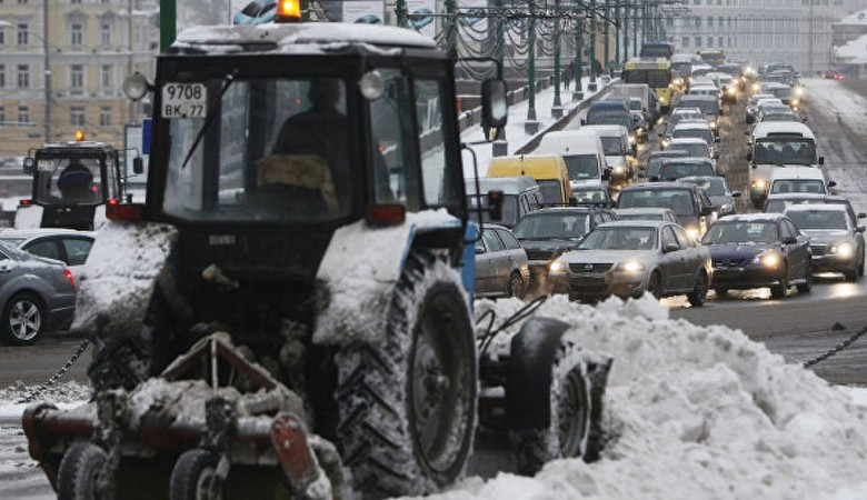 Водитель снегоуборочного погрузчика задавил женщину в Кемеровской области