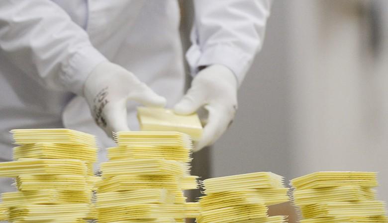 Роскачество признало качество плавленых сыров приемлемым, найдя в одном кишечную палочку