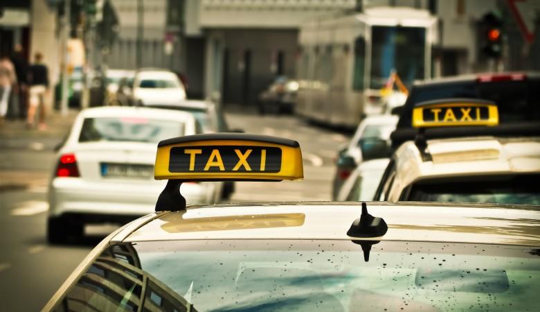 Жители Новокузнецка избили таксиста, который спасал подростка