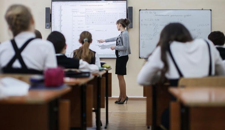 В Красноярске учительница избила 8-классниц, полиция проводит проверку