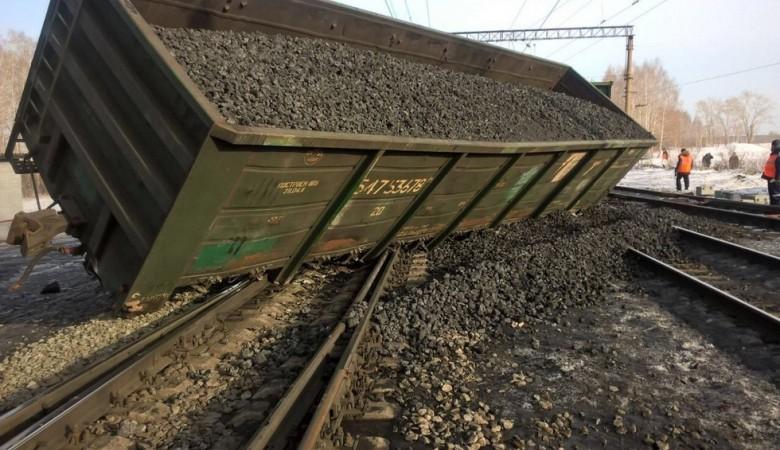 Сход 20 грузовых вагонов произошел на перегоне в Кемеровской области