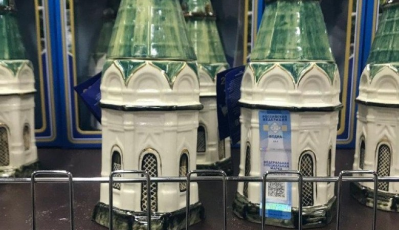 В красноярских магазинах появилась водка в бутылках в виде православной часовни