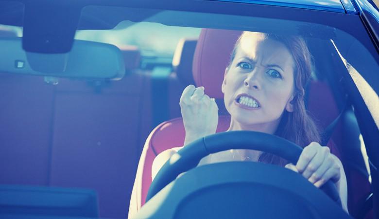 Жительница Бурятии не хотела идти на допрос и сбила на автомобиле следователя