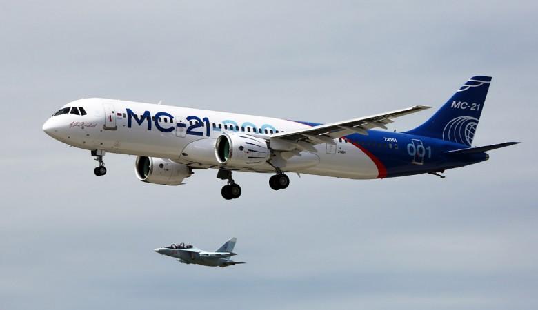 Первый полет МС-21 совершил в сопровождении истребителя