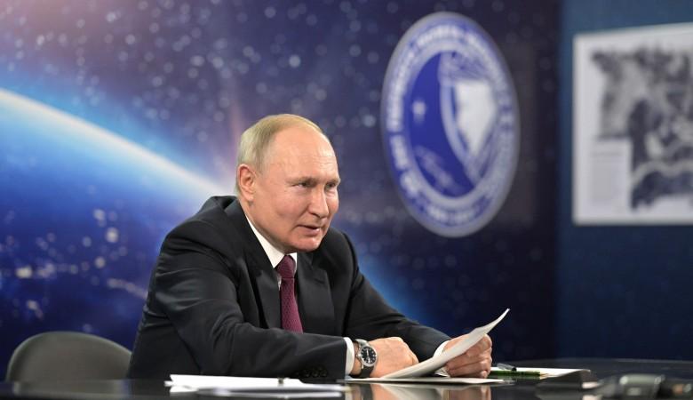 Еще 1300 школ построят в России, заявил Путин