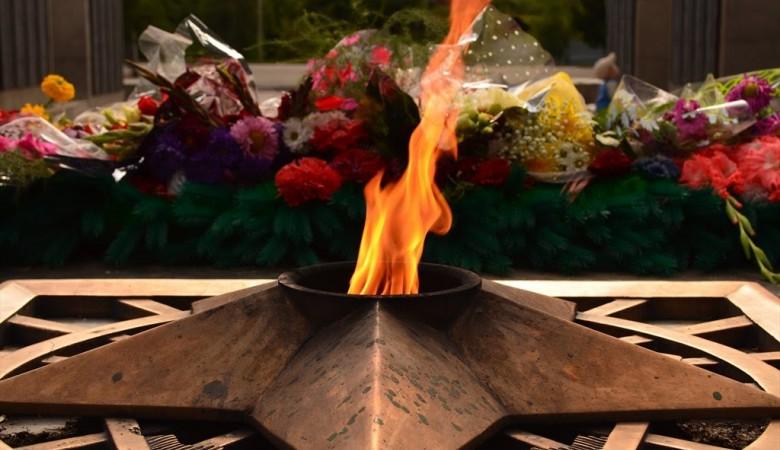 В Горно-Алтайске простили студента, сжегшего 17 венков на Вечном огне