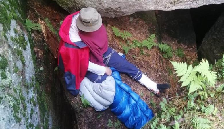 Пожилой мужчина упал со скальника «Старуха» в расщелину в Шелеховском районе