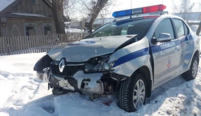 Инспектор ДПС попал в аварию с «Жигулями» на Алтайской трассе