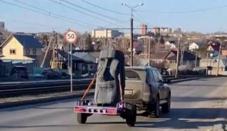 В Барнауле сфотографировали водителя, перевозившего «камень с острова Пасхи»